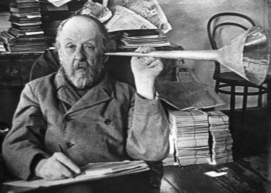 tsiolkovsky-with-his-ear-trumpet-ria-novosti.jpg